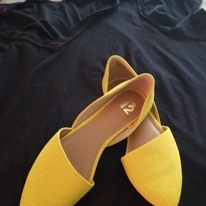 Very pretty yellow shoes!